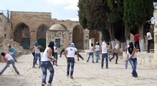 Rioters on the Temple Mount near the Al Aqsa Mosque (Palestinian news agencies)