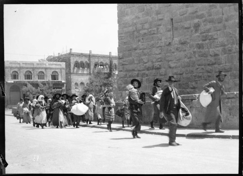 Jewish residents of Jerusalem fleeing in 1929