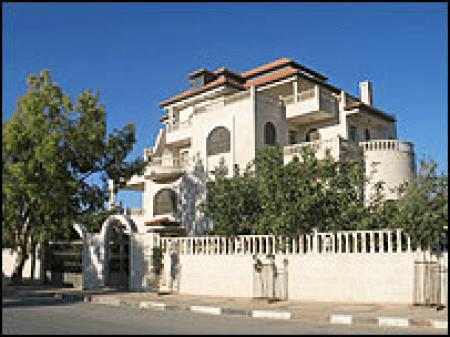 Marzaa ash-Sharqiya villa