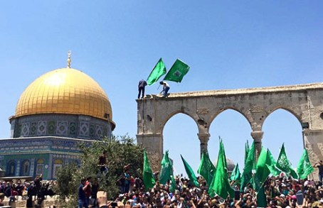 Hamas flags on the Temple Mount