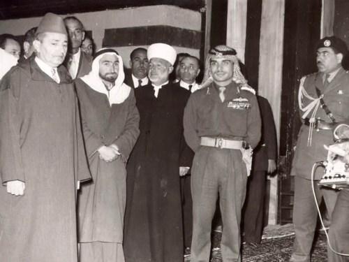Sheikh Muhammad Ali Jabari (in white turban) and King Hussein (in uniform)
