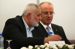 Ismail Haniya and Rami Hamdallah in Gaza City