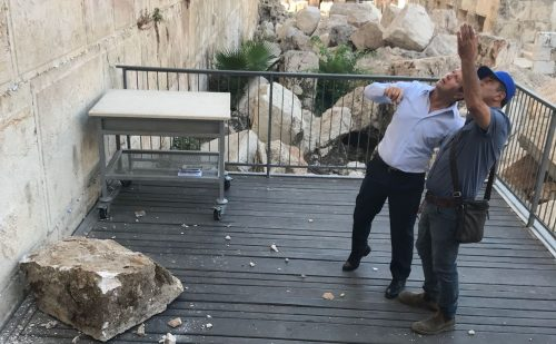 The stone that fell out of the Western Wall is inspected by Jerusalem Mayor Nir Barkat