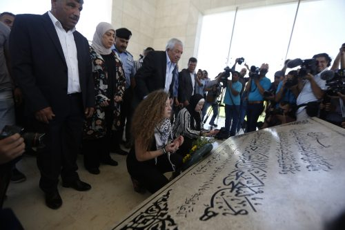 Ahed Tamimi and her mother pray at the tomb of Yasser Arafat