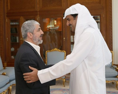 Khaled Mashal with the Emir of Qatar