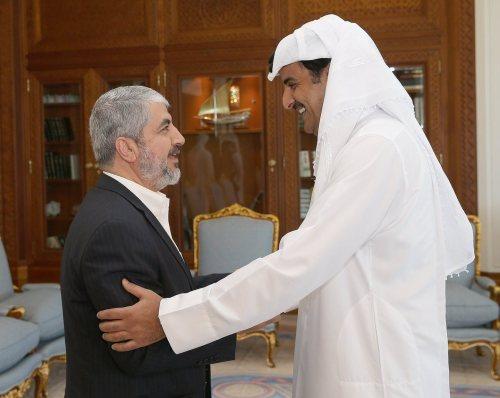 Khaled Mashal with the Emir of Qatar
