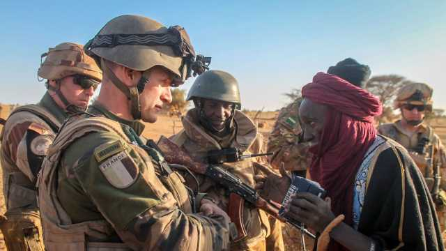 French soldiers working with Malian soldiers in 2016.