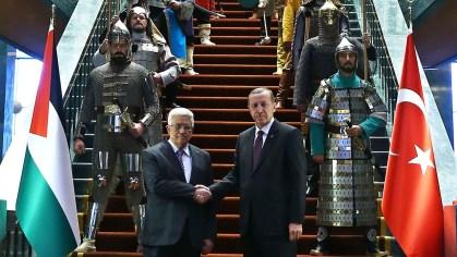 President Erdoğan receives Palestinian President Abbas with an Ottoman honor guard in 2015