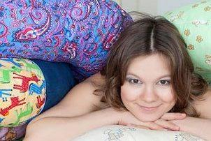 Как правильно спать во время беременности. Можно ли спать на спине, животе, левом и правом боку? Как правильно спать и отдыхать беременным