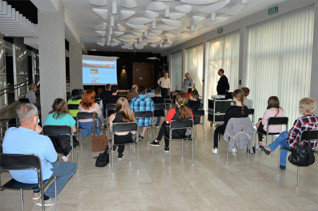 Spotkanie z krótkofalowcami w holu lustrzanym JDK