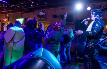 Jeff Bork sings as the crowd dances at the Southgate Lounge in Grand Forks, ND on Saturday, October 29, 2016. (Joshua Komer / Grand Forks Herald)