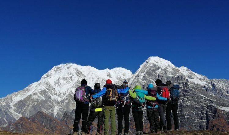 Annapurna south grupo espaldas