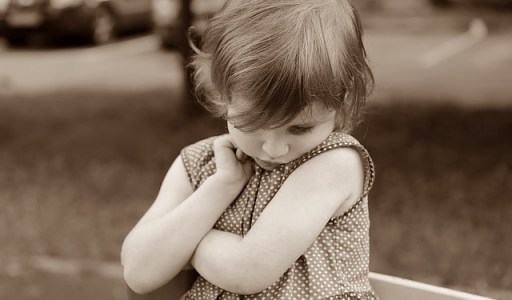 Prise de parole en public - comment vaincre sa peur - fillette timide
