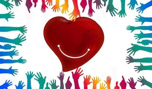 Gentillesse - coeur entouré de mains