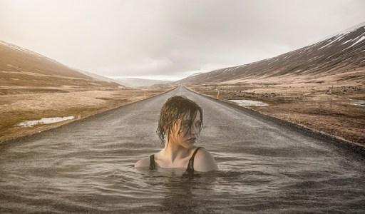 """Test """"es-tu influençable ?"""" : mènes-tu ta propre route ou te laisses-tu porter par le courant ? - nageuse sur une route transformée en fleuve"""