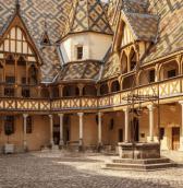 cour hospices toits bourguignons