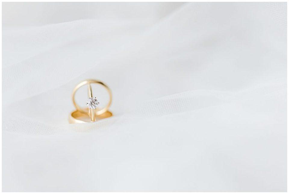 bryllupsbilleder af bryllups ringe og andre bryllupsdetaljer