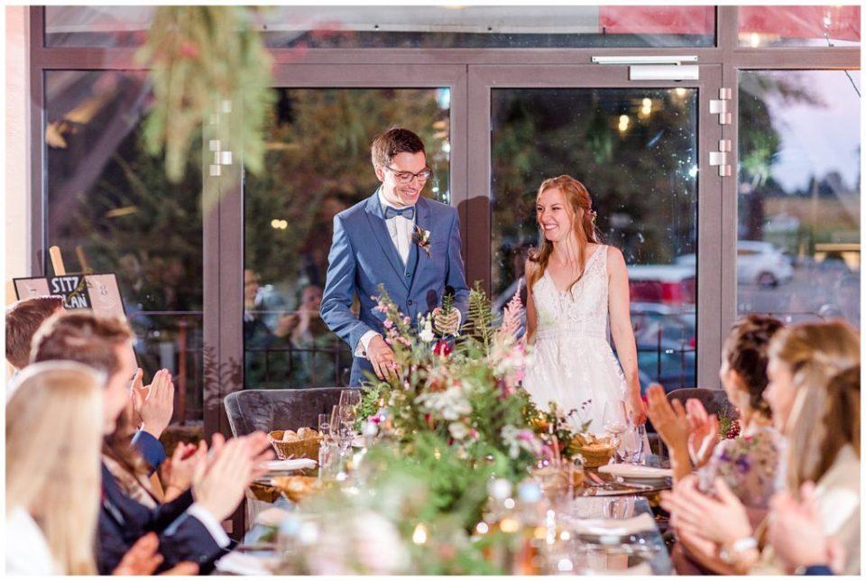 inspiration til rustikt bryllups bordopdækning og bryllups dekoration i en lade