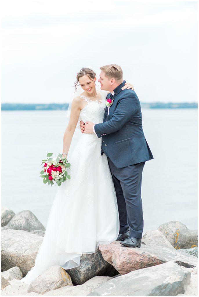 bryllupsbilleder ved stranden af bryllupsfotograf Jeanette Merstrand