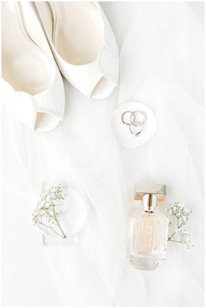 hvide brudesko med blonder