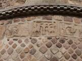 Sculptures en losanges sur le chevet