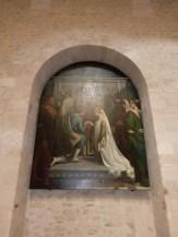 Tableaux dans les niches du baptistère