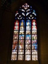 Vitrail des anges musiciens et des saints de Provence