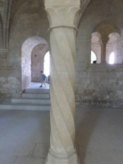 Salle capitulaire, colonne torsadée