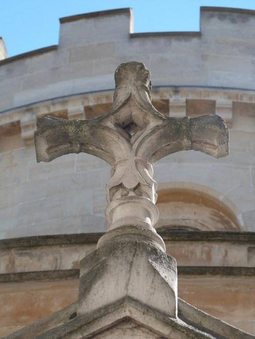 Croix des Templiers sur le porche d'entrée