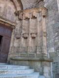 Colonnade droite du portail d'entrée