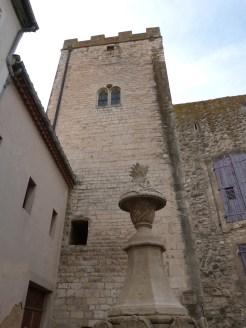 Fontaine du Gigot et la Tour Ferrande en arrière plan