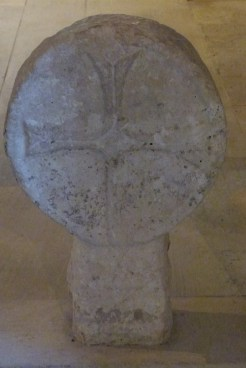 Cimetière - stèle discoïdale authentiques