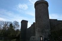 Les remparts - la tour Raunier à droite et la tour d'amont à gauche