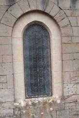 L'abbaye de Sylvanès - vitrail extérieur côté choeur