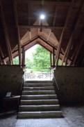 L'église - le porche d'entrée