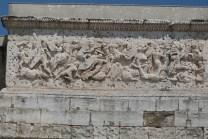 Bas relief sur l'attique de la façade sud