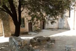 Cour du chevet et terrasse (12)
