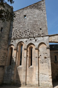 Cour du chevet et terrasse (8)