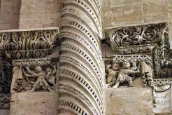 Décoration des chapiteaux et colonnes