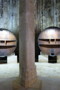 La nef - les foudres - pilier en forme d'Amande