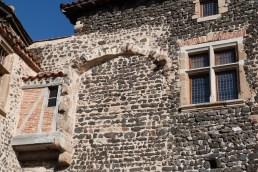 Bretèche et fenêtre à meneau