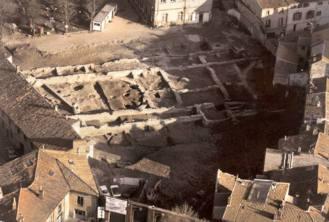 Cimetière wisigotique du Moural des Morts (du Ve au VIIe siècle); tombes à dalles.
