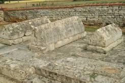 Tombeaux mérovingiens à Pers 79 1