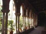 Le cloître - colonnes