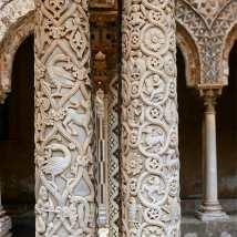 Décorations des colonnes du dôme du cloître