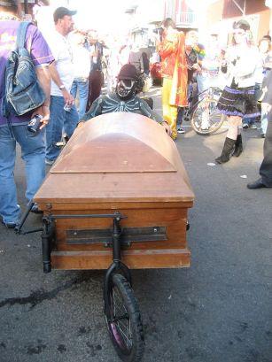 576px-CoffinmobileMardiGras2009