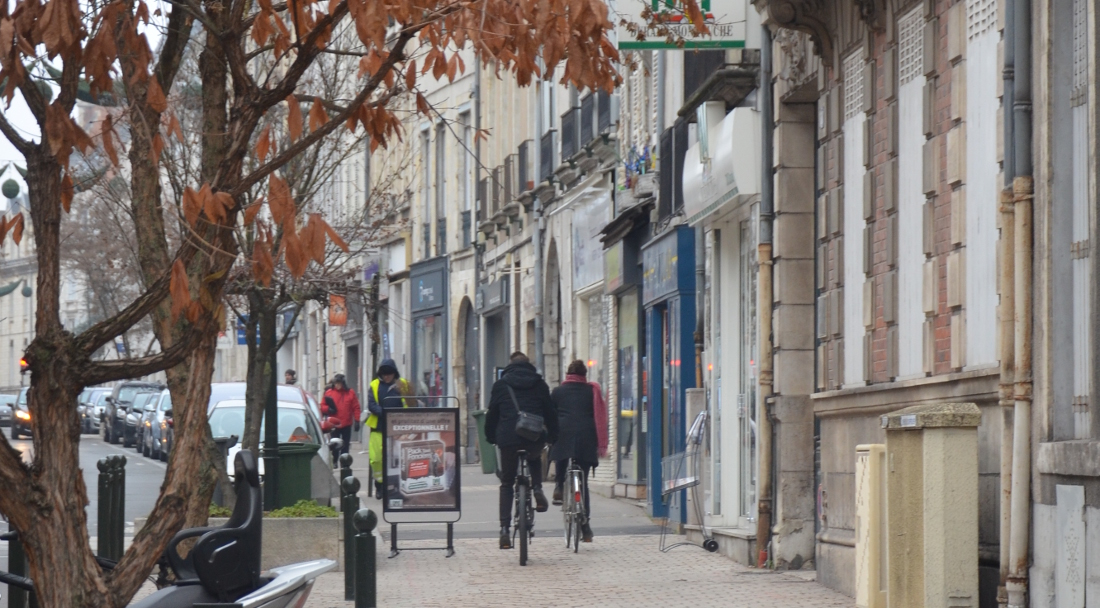 rue Bannier - saumons sur trottoir