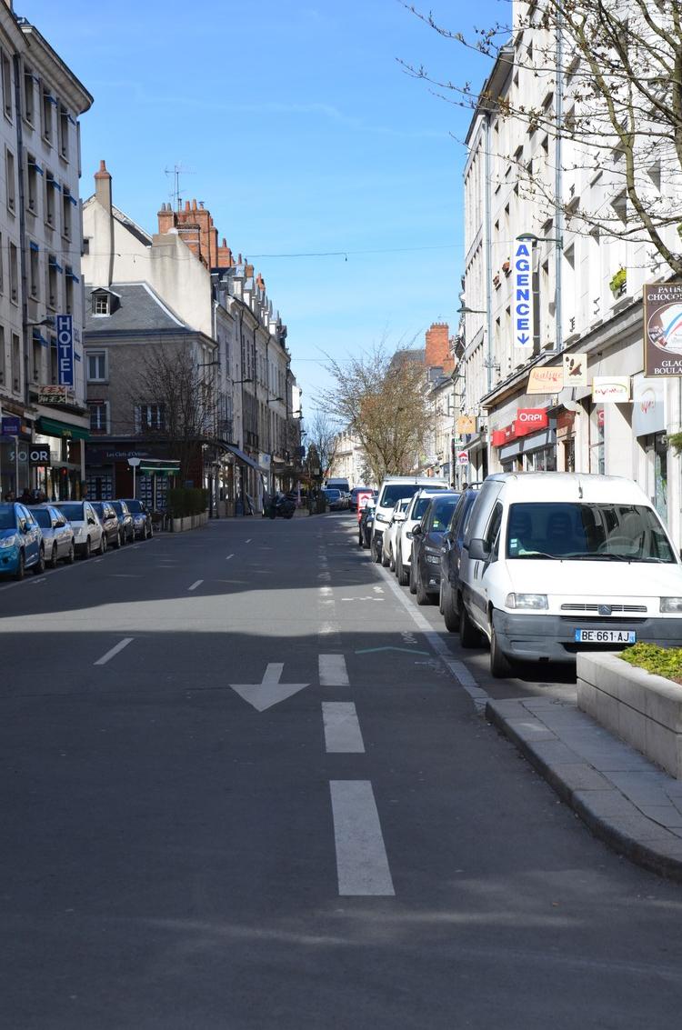 """La partie DSC de la rue Bannier. Régulièrement squattée en mode """"j'en ai pour deux minutes"""" par des automobilistes.."""
