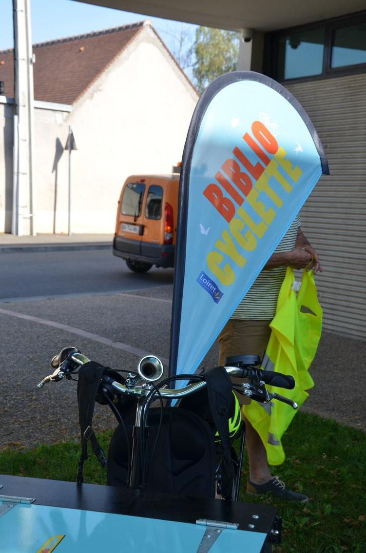 bibliocyclette_arrivée_StDenisenVal.jpg