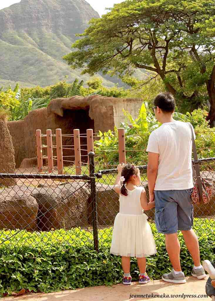 A photo of a father with his daughter at the zoo